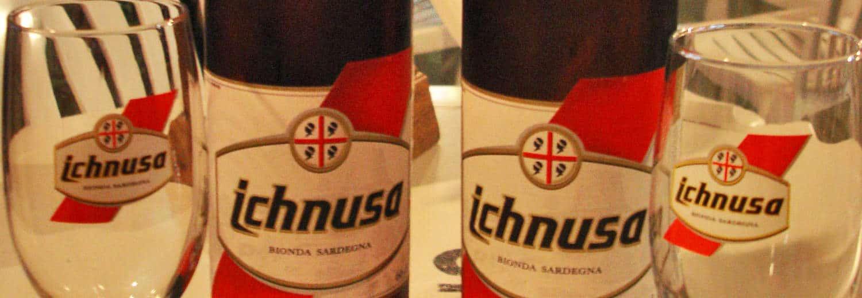 Due bottiglie di Ichnusa, la birra sarda più famosa