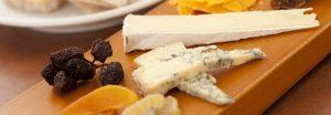 Tagliere di formaggi con marmellate