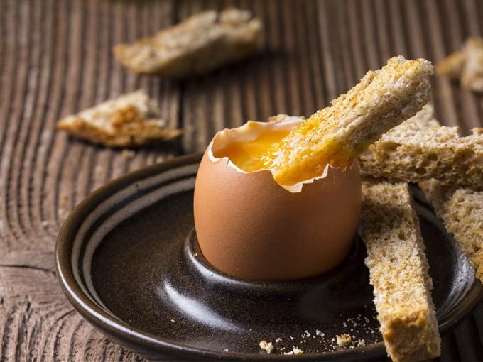 colazione-con-uova-alla-coque