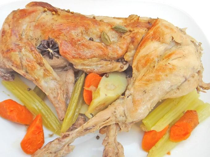 coniglio-carne-bianca-o-rossa-arrosto-intero-verdure