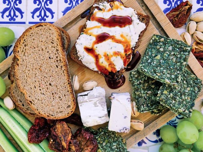 pane-integrale-formaggio-cremoso