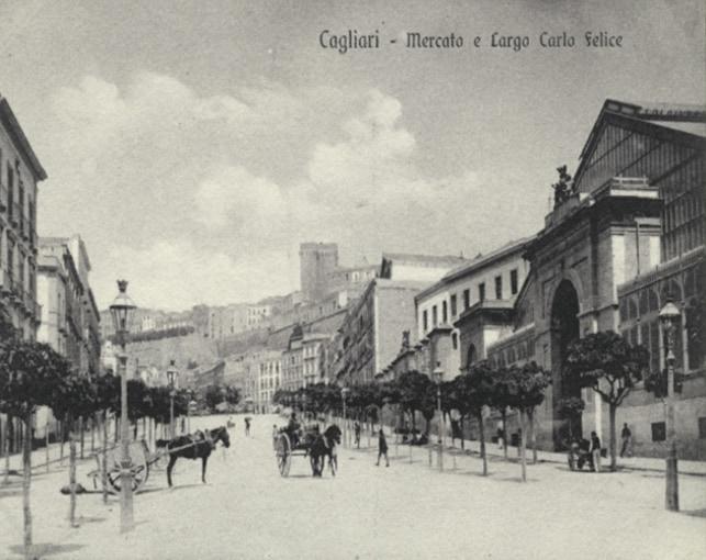 Facciata principale del mercato antico di Cagliari, sul Largo Carlo Felice