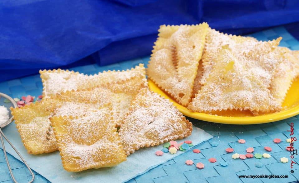 Chiacchiere o bugie fritte con zucchero a velo