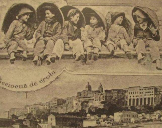 Piccioccus de crobi e vista della parte più antica di Cagliari in un'antica immagine