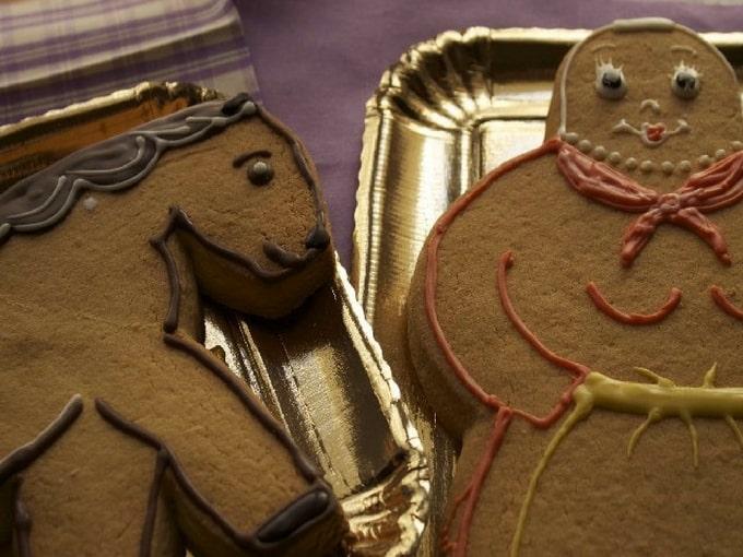 Biscotti a forma di bambine e cavalli