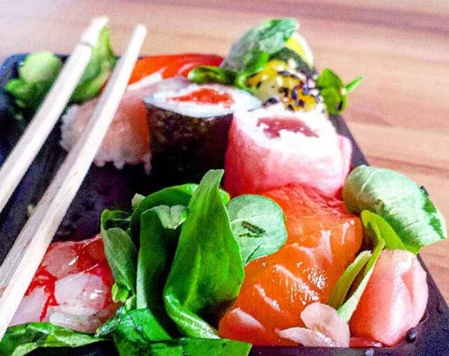 Sushi preparato al mercato san benedetto